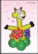 Žirafa u cvijeću