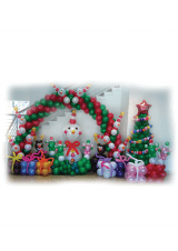 Božićni luk s ukrasima