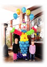 Šareni klaun žongler